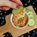 3x Hummus: Zongedroogde tomaat, zoete uien en sweet and spicy peanut