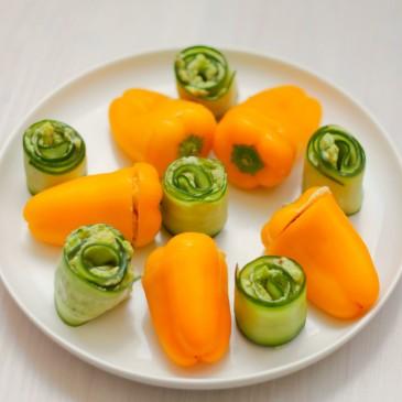 Vegetarische Hapjes: Frisse Komkommerrolletjes en Hummus Gevulde Paprika