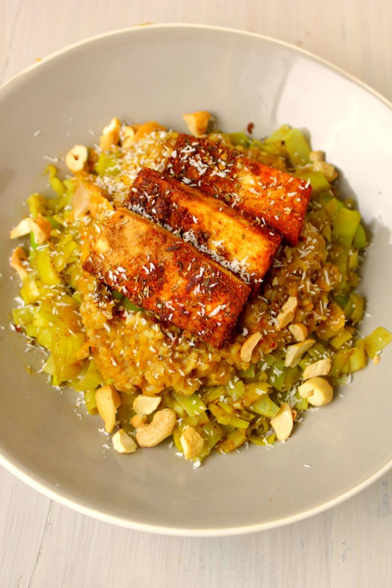 Spicy Gegrilde Tofu met Creamy Pompoen Bulgur